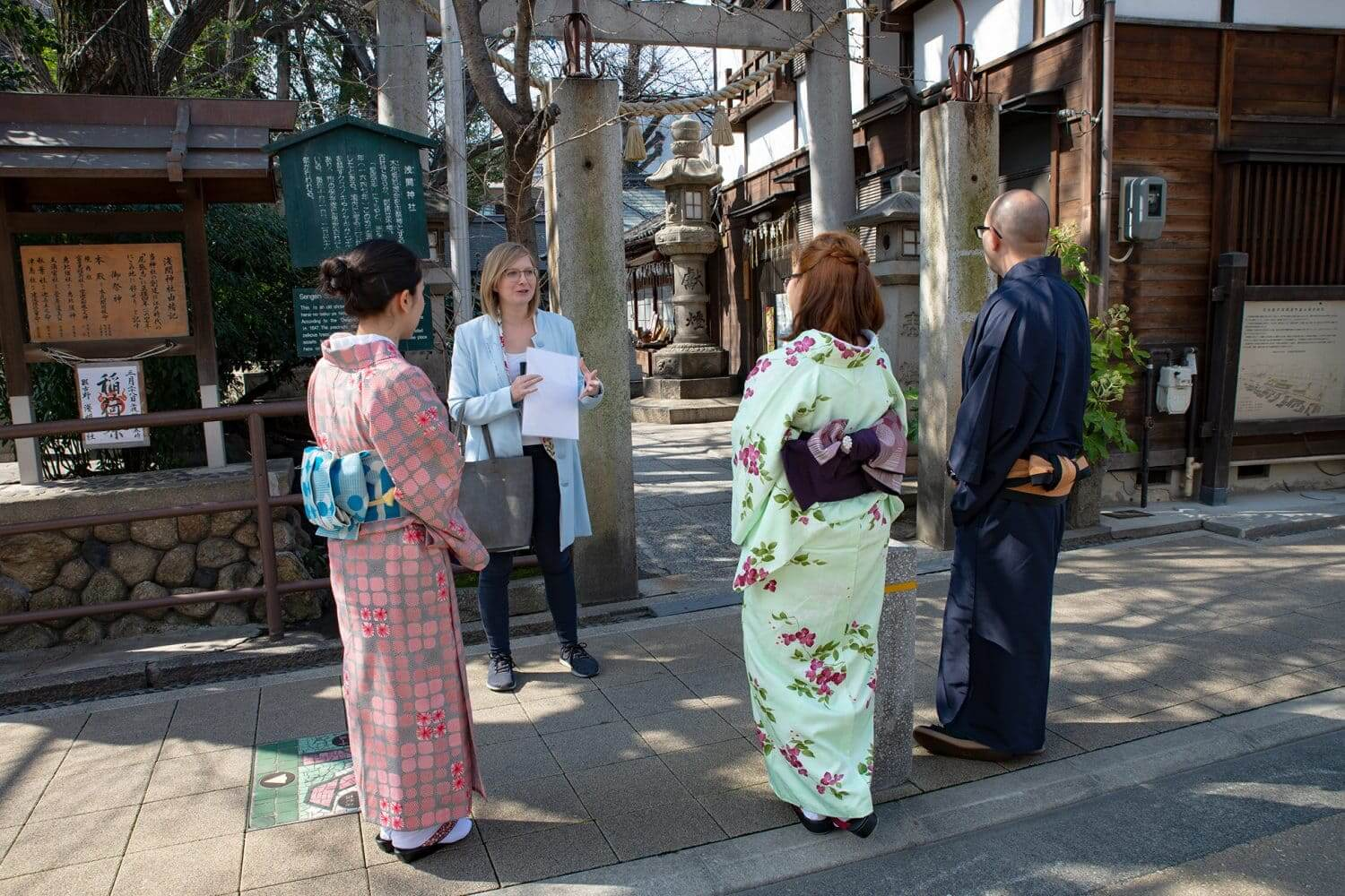 Kimono Tour Guide with Guests