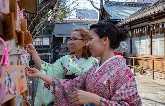 Shrine in Shikemichi