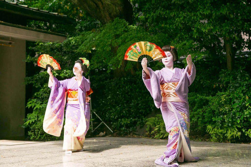 Susohiki-Hikizuri Kimono