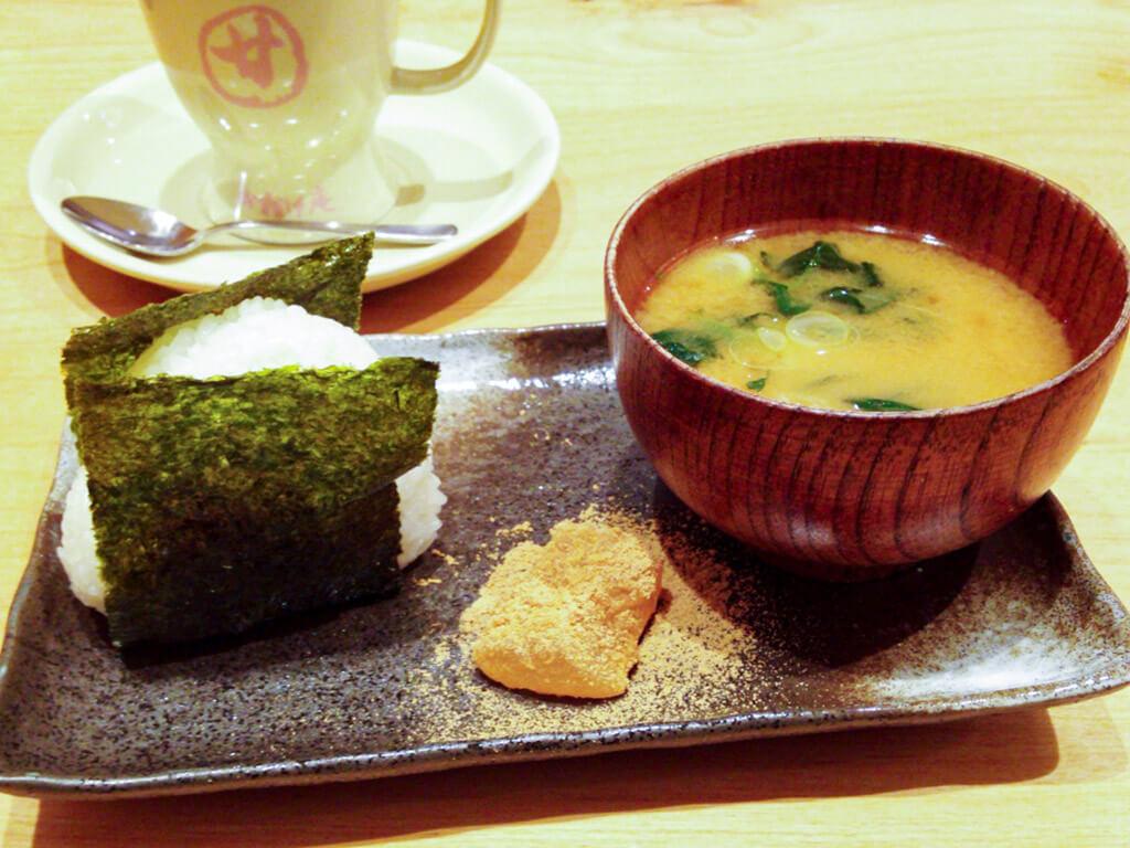 Onigiri, Miso soup, and Warabi Mochi as a Morning Service set at Okagean.