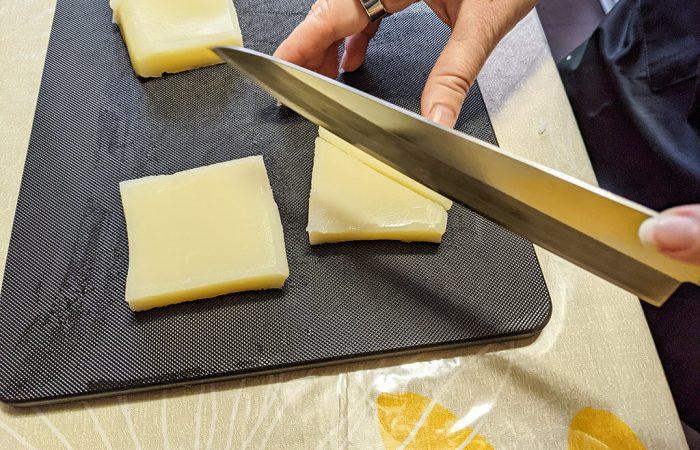 Cutting Uiro sweet jelly