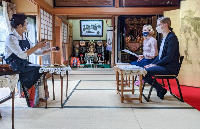 Explanation of utensils during a tea ceremony